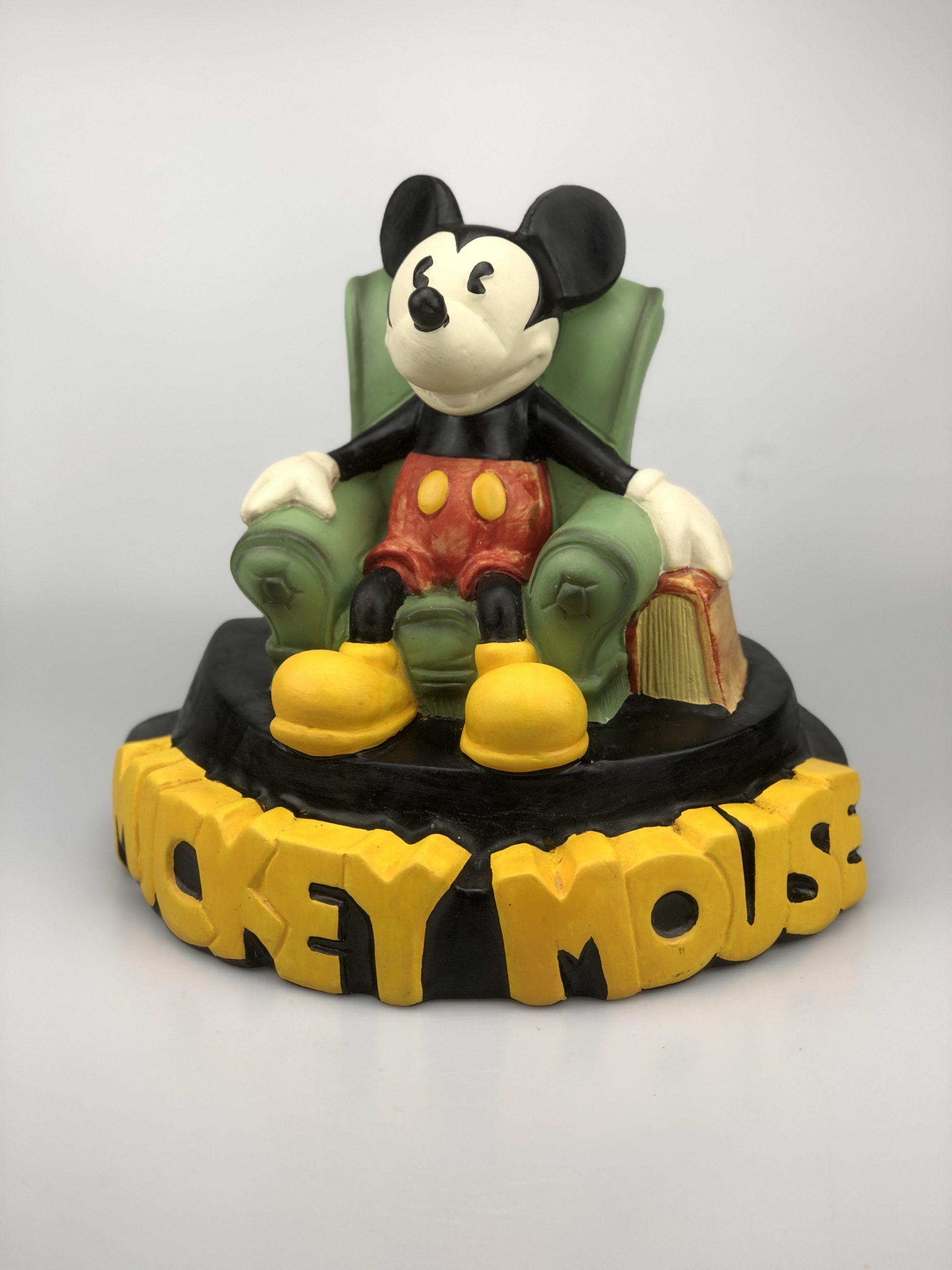 Demons & Merveilles Mickey Mouse zittend in de stoel